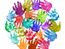 Разноцветные отпечатки детских ладоней