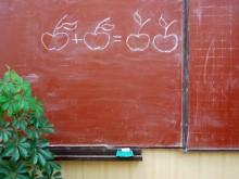 школьная доска, на которой нарисованы яблоки